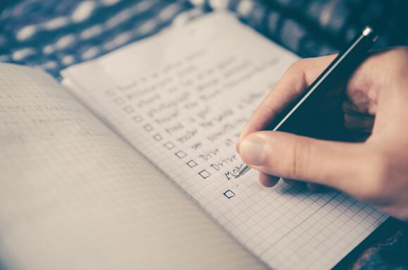 body-checklist-notebook-glenn-carstens-peters-unsplash