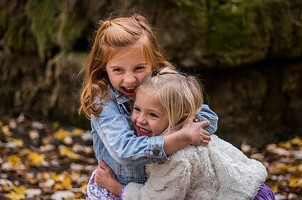 body-children-hugging-girls