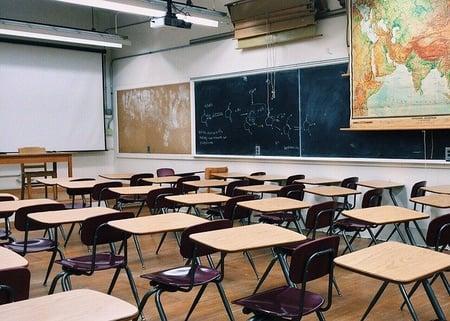 body-classroom-desks