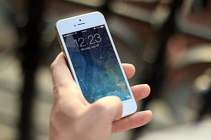 body-iphone-phone-call