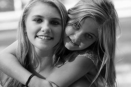 body-two-girls-friends