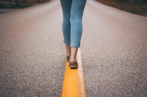 body-walking-yellow-line-anika-huizinga
