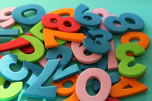 body_colorful_numbers_pile