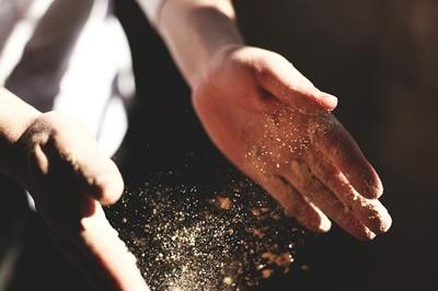 body_dusthands.jpg