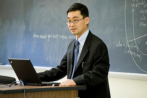 body_professor_laptop