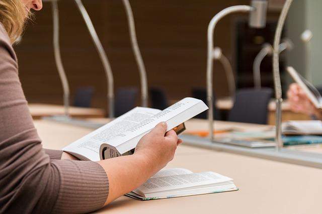 body_student_reading_library.jpg
