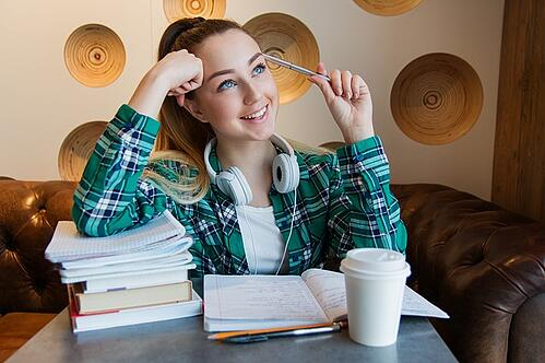 body_student_smiling_studying_books