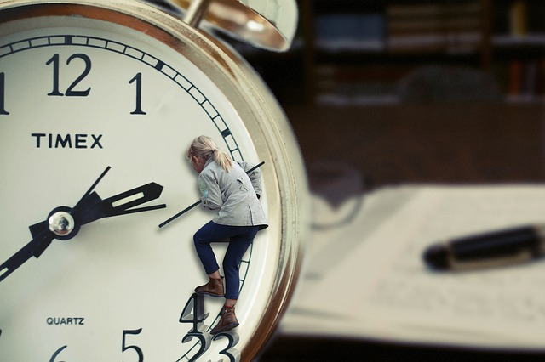 body_woman_pushing_clock_time