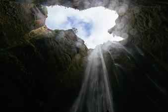 cave-1149023_640.jpg