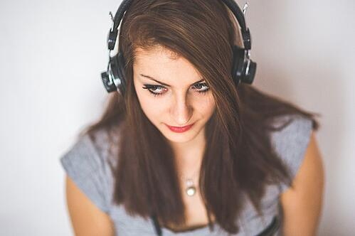 feature-girl-wearing-headphones