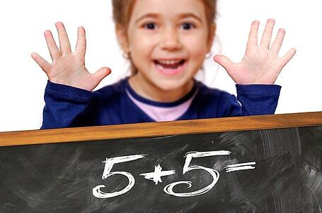 feature-kid-math-chalkboard-game