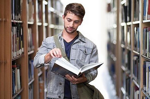 feature-student-university-library-books