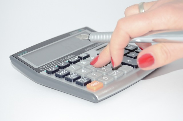 feature_hand_calculator.jpg