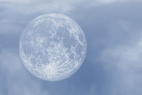feature_moonclouds