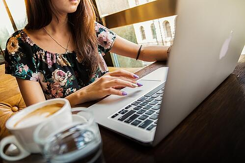 feature_woman_laptop_ged