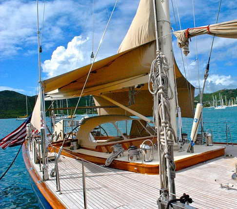 feature_yacht.jpg