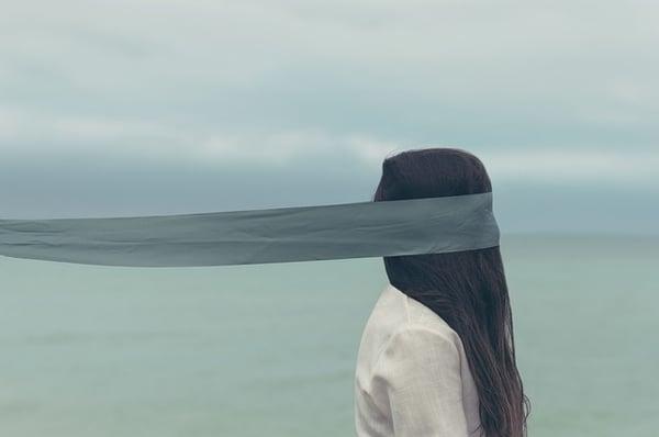 girl-blindfold