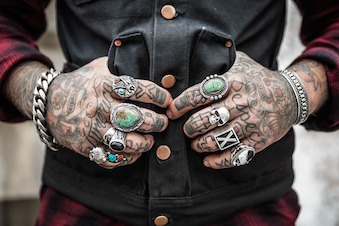 hands-1031131_640.jpg