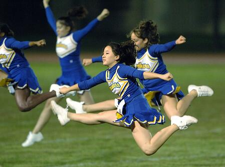 header_cheerleaders