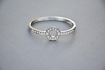 jewellery-1175528_640.jpg