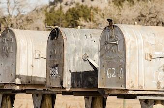 mailboxes-1110112_640.jpg