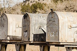 mailboxes-1110112_640.jpg