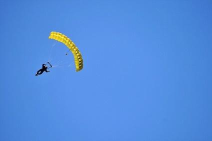 parachutist-333879_640-1.jpg