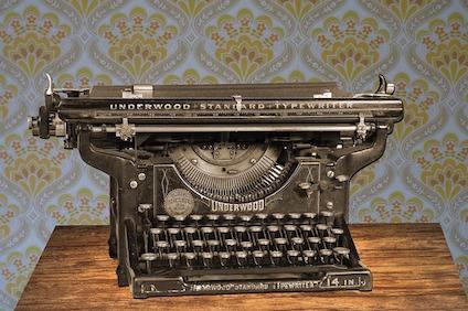 typewriter-875310_640.jpg