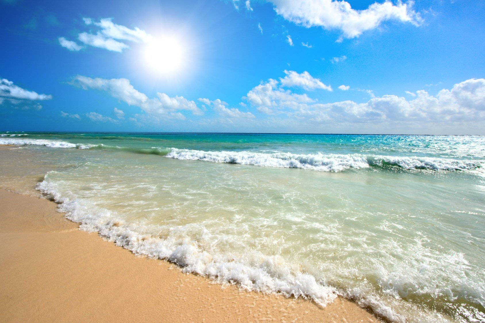 Nhiều người đi đến bãi biển đơn giản chỉ là để tản bộ hàng dặm dọc theo bờ biển, nơi giao nhau của đất và nước